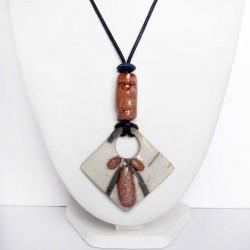 Collier original et artisanal en blanc et marron