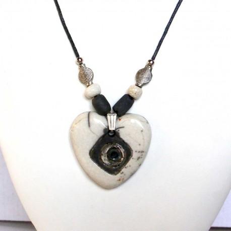 Collier artisanal cœur blanc et noir
