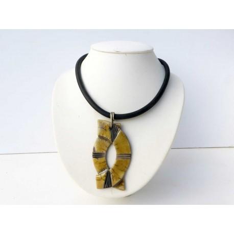 Grand collier jaune et noir raku fin et léger