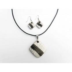 Parure collier et boucles oreilles en blanc et noir
