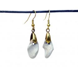 Boucles d'oreilles torsadées blanches et dorées