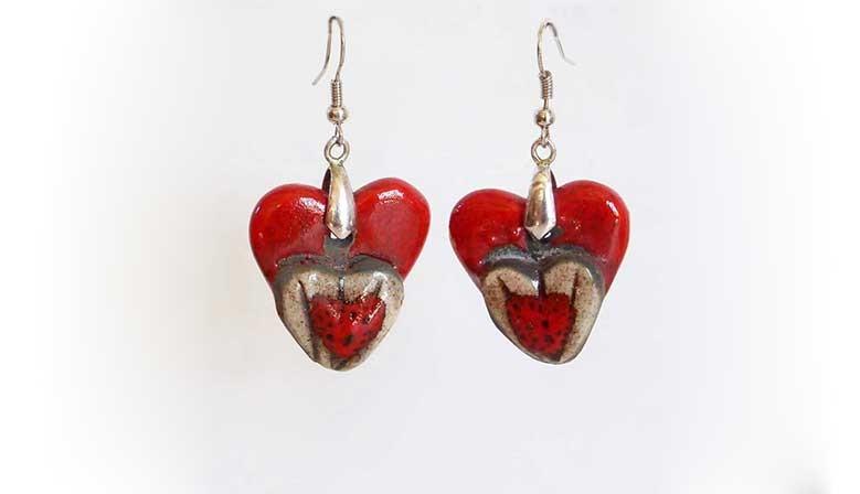 Boucles d'oreilles deux coeurs rouges