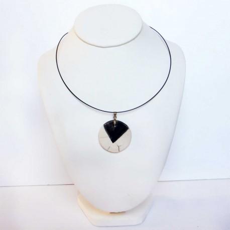 Collier léger simplicité en noir et blanc