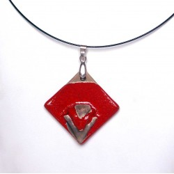 Collier chic losange rouge vif