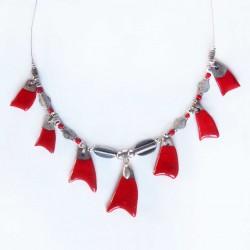Collier rouge  élégant et lumineux
