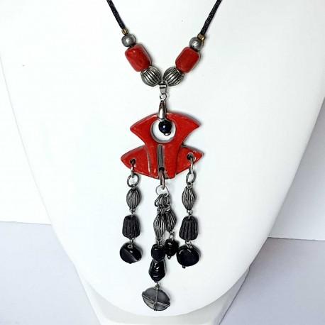 Grand collier rouge et noir original festif  et lumineux
