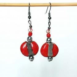 Boucles d'oreilles éclatantes en rouge et noir
