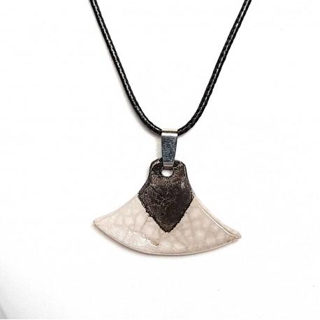 Collier éventail blanc création artisanale en céramique raku