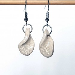 Boucles d'oreillles tortillons blancs