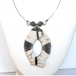 Collier blanc en raku original  tendance chic