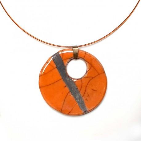 Collier lumineux au grand médaillon orange raku