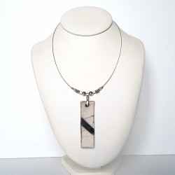 Collier rectangle chic blanc et noir