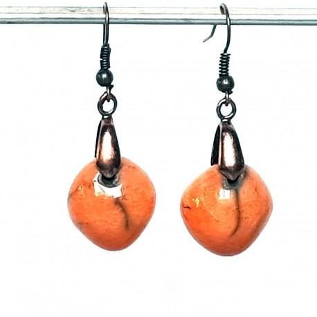 Boucles d'oreilles oranges gaies et lumineuses