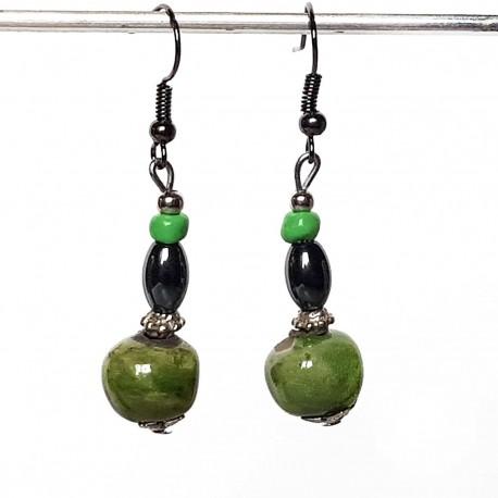 Boucles d'oreilles légères en vert et noir céramique et hématite