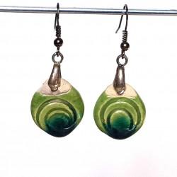 Boucles d'oreilles vertes fines et légères