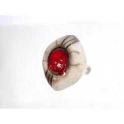 Grande bague originale blanche et rouge