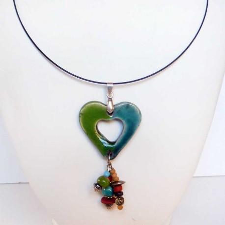 Collier cœur léger animé en vert et bleu